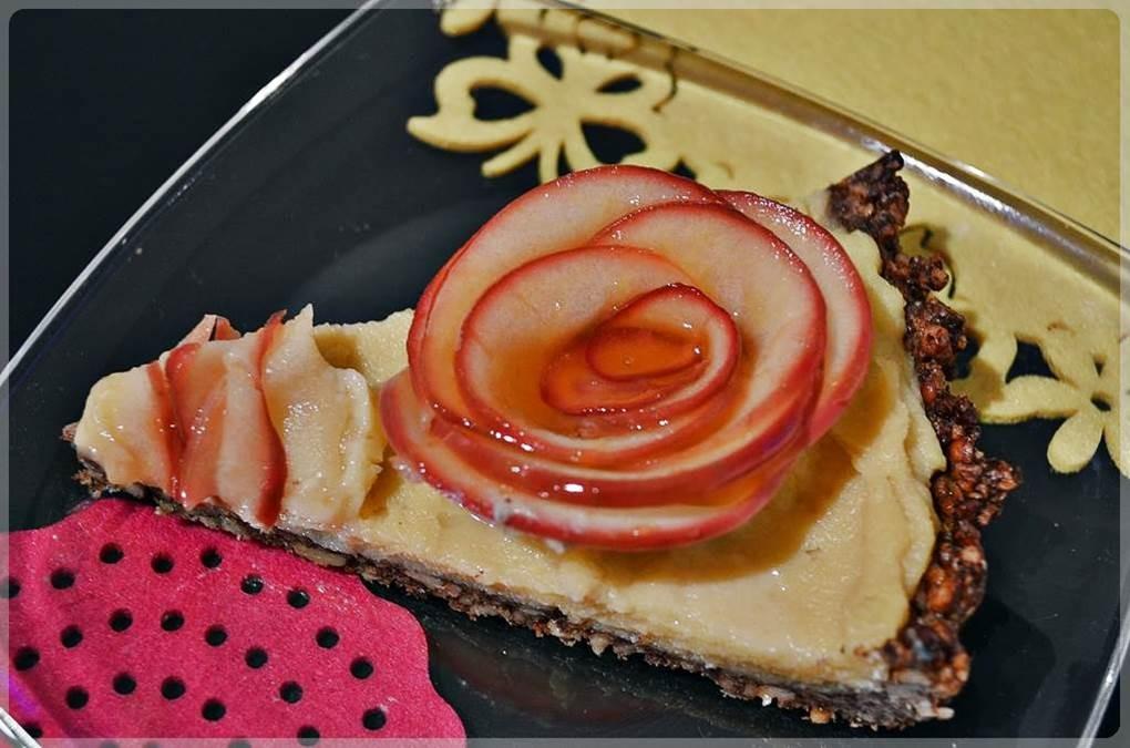 tarta-z-jablkowymi-rozami