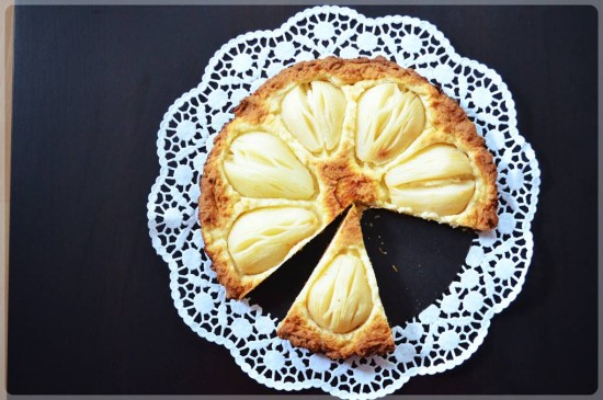 Tarta marcepanowa z gruszkami