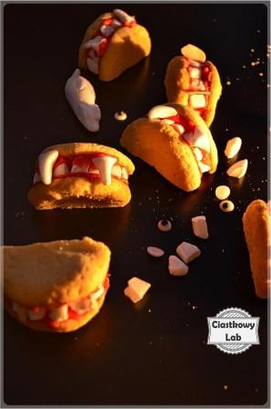 Ciastka na Halloween - szczęki wampira