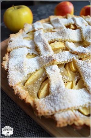 Tarta z jabłkami na kruchym cieście