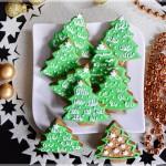 Pierniki – zielone choinki ze śniegową pierzynką