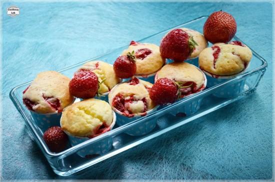 Muffiny z truskawkami na maślance